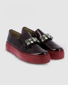 https://www.elcorteingles.es/moda/MP_0110601_C000007VZU70-zapatos-de-cordones-de-mujer-wonders-de-charol-rojo/