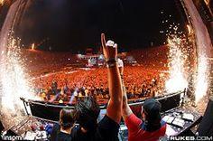 Swedish House Mafia. Axwell/Sebastian Ingrosso/Steve Angello. LOVE! <3