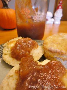 Homemade Apple Butter in the Crock Pot via thefrugalfoodiemama.com #applebutter #crockpot #apples #slowcookerapplebutter