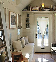 Another week, another fresh crop of tiny house news. Here, we catch you up on the standout projects you should know, from an ultra-trendy to one that can go off-grid.
