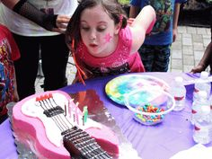 Out of birthday ideas? Here's 10 for a totally awesome Rock Star Birthday Party! http://www.ivillage.com/real-birthday-parties-rock-star/6-a-541670