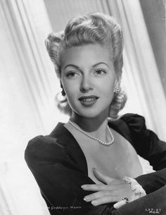 Lana Turner so pretty Hollywood Icons, Old Hollywood Glamour, Golden Age Of Hollywood, Vintage Glamour, Hollywood Stars, Classic Hollywood, Vintage Beauty, Vintage Ladies, Classic Actresses