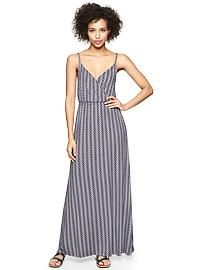 Zigzag print crossover dress #travel #outfits #fashion