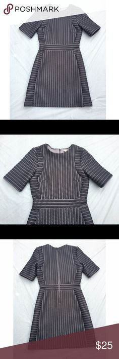 """BNWT H&M textured knit dress 4 Super cute dress that's perfect for the office, church, etc. Approx 32"""" bust, 33"""" length. 96% polyester, 4% elastane. ✅offers❌trades/PP 💰bundles save 20% off 2+ H&M Dresses"""