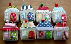 cute little houses Quilted Christmas Ornaments, Christmas Sewing, Christmas Projects, Christmas Crafts, Christmas Decorations, Christmas Houses, Felt Crafts, Diy And Crafts, Craft Projects
