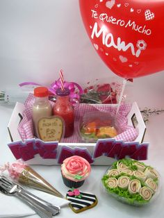 Desayuno Sorpresa para ti mama Breakfast Basket, Surprise Box, Mom Day, Ideas Para Fiestas, Mothers Day Crafts, Gift Baskets, Diy For Kids, Teacher Gifts, Catering