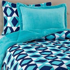 REVERSIBLE-PLUSH-Down-Alternative-Comforter-Set-in-Turquoise-Bedding