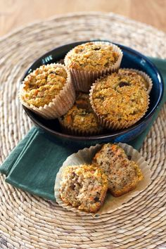 An easy paleo carrot raisin muffins recipe with cinnamon and walnuts - gluten-free, grain-free, dairy-free and refined sugar-free. Bake ahead and freeze! Raisin Recipes, Cinnamon Recipes, Paleo Sweets, Paleo Dessert, Cream Cheeses, Crepes, Raisin Muffins, Carrot Muffins, Carrot Cake
