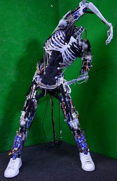 Kenshiro Robot Gets New Muscles and Bones 東京大学が開発するヒューマノイドロボット「腱志郎」 - CNET Japan