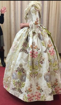 As is but not in three colors, maybe in like a sage green with purple and silver 18th Century Clothing, 18th Century Fashion, Vintage Gowns, Vintage Outfits, Vintage Fashion, Historical Clothing, Historical Costume, Historical Dress, 18th Century Costume