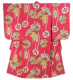 This is a girl's vintage kimono with elaborate 'Kiku'(chrysanthemum), fans and seasonal flowers in Tatewaku (waving line) pattern, which is dyed