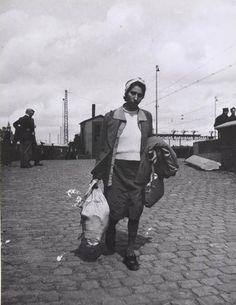 Ernestine van Witsen-Weinberg returns from Bergen-Belsen. Here she is seen walking near to the Central Station.