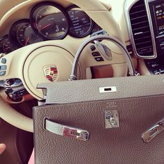 Hermes Kelly..