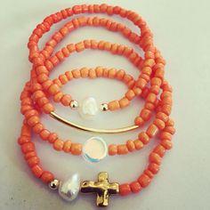 Siguenos Instagram & Facebook #zowiecreations #bracelets #pulseras #combination #orange #anaranjado #pearls #perlas #gold #jewerly #pr #handmade