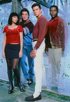 'Sliders' was a sci-fi TV show that told the story of four adventurers who discover a passageway between dimensions that transported them to parallel worlds. Best Sci Fi Shows, 90s Tv Shows, Sci Fi Tv Shows, Old Shows, Sliders Tv Show, Sabrina Lloyd, Lara Croft Cosplay, The Future Movie, Tony Award Winners