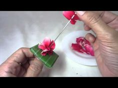 ขั้นตอนการร้อยมาลัยแบนลายขนมเปียกปูนสอดไส้ - YouTube Flower Garland Wedding, Wedding Flower Decorations, Flower Garlands, Floral Decorations, Diwali Decorations, Festival Decorations, How To Make Garland, Unique Henna, Hair Garland