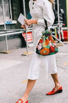 Dreaming of spring with this look Sac Week End, London Fashion, Athleisure, Street Style Women, Tote Bags, Spring Summer Fashion, Streetwear, What To Wear, Style Me