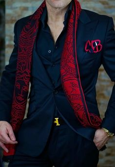 Men's Suits - Moda: cachecol masculino Sharp Dressed Man, Well Dressed Men, Mode Masculine, Mens Fashion Suits, Mens Suits, Men's Fashion, Suit Men, Fashion Black, Herren Outfit