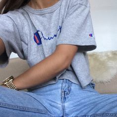 Ladies in streetwear: Emily Oberg in Champion