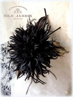 Silk Roses, Silk Flowers, Fabric Flowers, Flower Girl Headpiece, Flower Brooch, Flower Arrangement Designs, Flower Arrangements, Shibori, Leather Bag Pattern