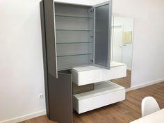 Muebles de baño abiertos Bathroom Medicine Cabinet, Tall Cabinet Storage, Kitchen, Furniture, Home Decor, Open Bathroom, Modern Closet, Bathroom Furniture, Closets