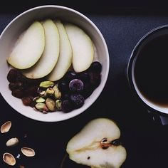 Vanilla oatmeal with pear, blueberries, pistachios and sultanas + a tea
