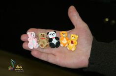 neli: 5 quilling teddy bear on a hand