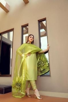 Party Wear Indian Dresses, Pakistani Fashion Party Wear, Designer Party Wear Dresses, Indian Bridal Outfits, Indian Fashion Dresses, Dress Indian Style, Indian Designer Outfits, Pakistani Outfits, Stylish Dresses For Girls