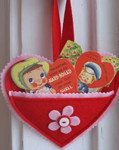 Felt hearts hung from doorknobs. How pretty would this be, for the kids to wake up to? Filled with vintage valentines, and one sweet surprise of course.