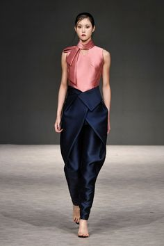 Phuong my spring 2019 ready-to-wear collection - vogue moda primavera, tendencias Runway Fashion, High Fashion, Fashion Show, Womens Fashion, Fashion Brand, Fashion Fashion, Fashion Pants, Fashion Dresses, Indian Designer Wear