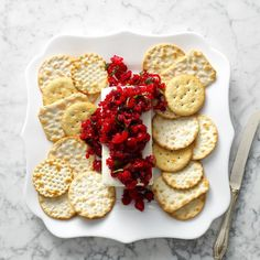 25 Christmas Potluck Appetizers for 12 or More - Everyone gets a bite with holiday appetizer recipes that feed a crowd. These dips, tarts, cheese spreads and more keep plates full and hearts merry. Potluck Appetizers, Best Holiday Appetizers, Holiday Snacks, Christmas Snacks, Snacks Für Party, Appetizer Recipes, Holiday Recipes, Christmas Recipes, Crackers Appetizers