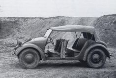 The next version of the Type 62 had much more in common with the Volkswagen.  The curved bodywork was clearly adapted from the civilian Volkswagen but to reduce weight the doors were replaced with canvas screens. Ground clearance is still low.