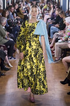 Erdem Spring 2019 Ready-to-Wear Collection - Vogue Fashion Images, Fashion Trends, Balloon Dress, Brocade Dresses, Erdem, Spring Trends, Vogue Fashion, Fashion Show Collection, Elegant Dresses