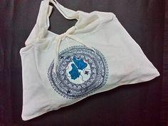 Bolsa hecha de un camiseta sin mangas. Diy.