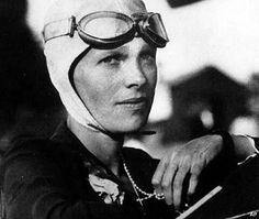 Амелия Эрхарт - первая женщина-пилот, перелетевшая Атлантический океан.