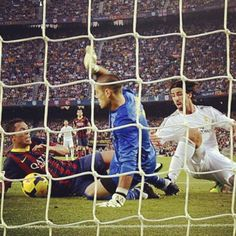 Victor Valdés amazing save against Real Madrid  El Classico 2013