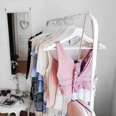 minimal summer clothing rack - fashion blogger Eva Redson