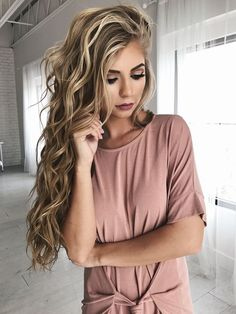 makeup, hair, blonde hair, bold lip, eyeshadow, vivian makeup artist, wavy hair, curled hair, beach waves, jessakae