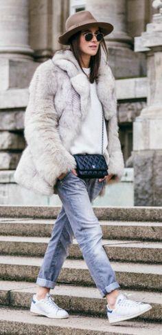 LOS STREET STYLE PARA ESTE INVIERNO Hola Chicas!!! Les dejo unas fotografías con mas outfits que se llevan en en este invierno, mucha de las chicas que vez por la calle reutilizan la ropa del año pasado pero agregar algún elemento nuevo a tu look.