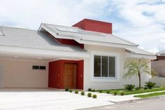 fachada-vermelha-red-house3 Modern House Facades, Modern House Design, Modern Architecture, House Construction Plan, Facade Design, Facade House, House Front, Home Projects, House Plans