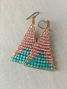 """These hand woven dangle earrings are simply beautiful. 2 """" in length and the perfect going out earrings. Beaded Jewelry Designs, Bead Jewellery, Pendant Jewelry, Seed Bead Earrings, Beaded Earrings, Western Earrings, Wire Jewelry Making, Christmas Earrings, Wire Wrapped Earrings"""