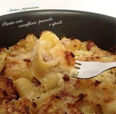 """La ricetta """"Pasta con cavolfiore provola e speck"""" è un primo piatto molto gustoso, perché è composto da ingredienti molto saporiti.. Provatelo vi piacerà!"""