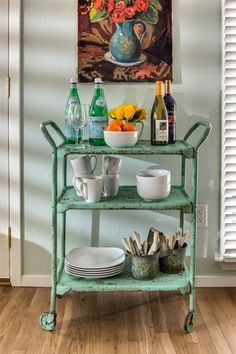 Kim Hoegger HOME/My Work - Guesthouse - Bar Cart/Cottage Style Magazine Summer love this! Brass Bar Cart, Metal Cart, Gold Bar Cart, Canto Bar, Bandeja Bar, Drink Cart, Beverage Cart, Beverage Stations, House Of Turquoise