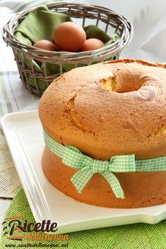 Super ciambellone della Nonna Italian Desserts, Italian Recipes, Sweet Recipes, Cake Recipes, Happiness Recipe, Delicious Desserts, Yummy Food, Sweet Cooking, Torte Cake