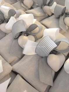 Gray linen and plaster heart Bomboniere Ideas, Ideas Bautizo, Lavender Bags, Lavender Sachets, Scented Sachets, Baptism Favors, Pretty Packaging, Wedding Party Favors, Diy Embroidery
