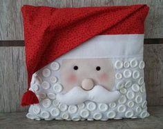 CAPA ALMOFADA NATAL NOEL Throw Pillows, Blanket, Ideas, Pillows, Pillow Covers, Papa Noel, Christmas Crafts, Christmas Ornaments, Crafts