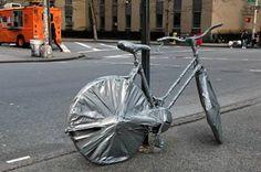 12 Hilarious Bike Locking Fails (bike locking, bike fails, hilarious fails) - ODDEE