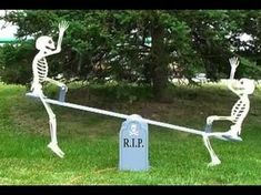 Skeleton Teeter Totter (Winfield Collection woodworking patterns) Seriously sooo many ideas here! - New Deko Sites Camping Halloween, Happy Halloween, Halloween Outside, Halloween Graveyard, Fete Halloween, Scary Halloween Decorations, Halloween Displays, Halloween Skeletons, Outdoor Halloween