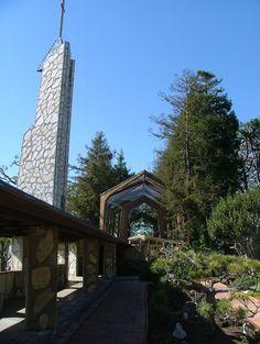 """Wayfarers Chapel (""""the glass church""""), in Rancho Palos Verde, CA. Designed by Frank Lloyd Wright. Wayfarers Chapel, Wedding Venues, Wedding Ideas, California Dreamin', Frank Lloyd Wright, Road Trippin, Barns, San Diego, Trips"""