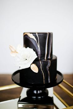 Gold Wedding Cakes Black and Gold Wedding Cake - Sparrow and Gold Photography - Filled with glamorous and fun DIY details this New Year's Eve Proposal Inspiration will turn your party into a stylish celebration. Bee Cakes, Fondant Cakes, Cupcake Cakes, Black And Gold Cake, Black And Gold Marble, Black And Gold Birthday Cake, Wedding Cake Designs, Wedding Cupcakes, Beautiful Cakes